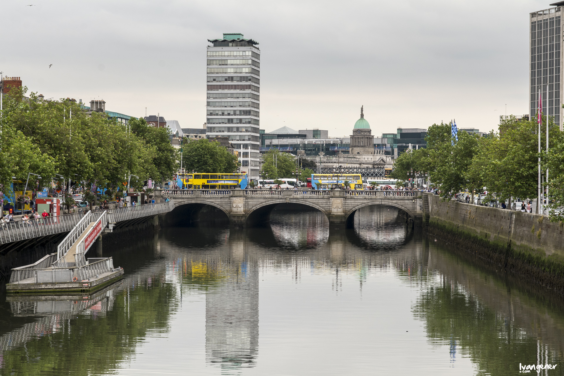 "11/07/2014 – Ha'penny Bridge, Dublín. ""Dublín""."
